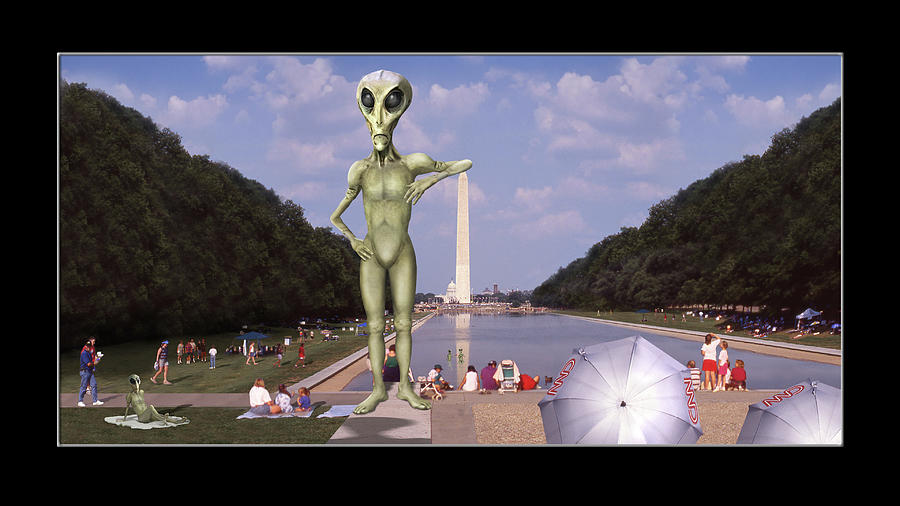 Alien Vacation - Washington D C by Mike McGlothlen