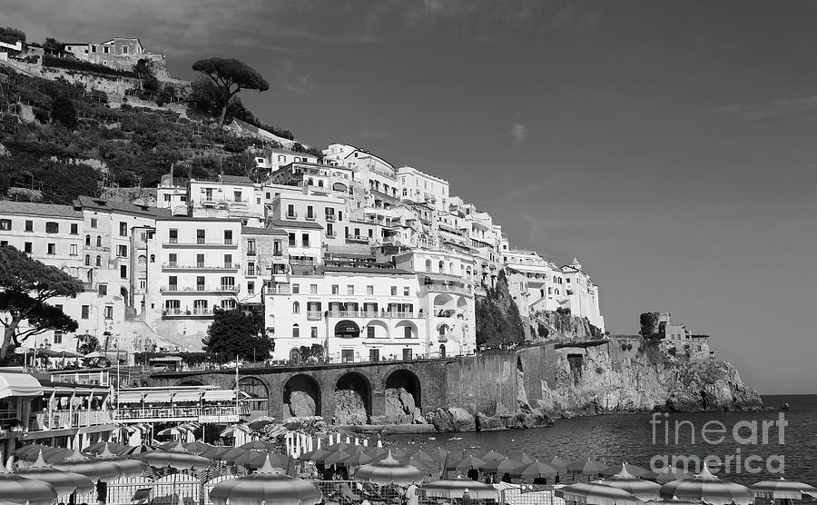 Amalfi port by Peter Skelton