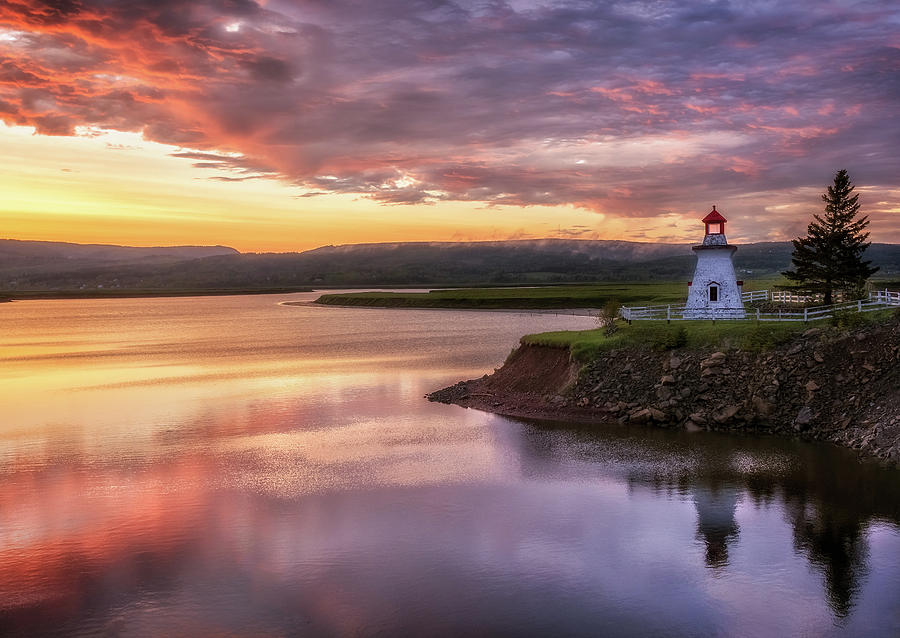 Atlantic Canada Photograph - Anderson Hollow Lighthouse by Tracy Munson