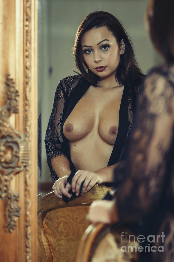 1-art-nude-woman-posing-in-golden-mirror-amanda-elwell.jpg