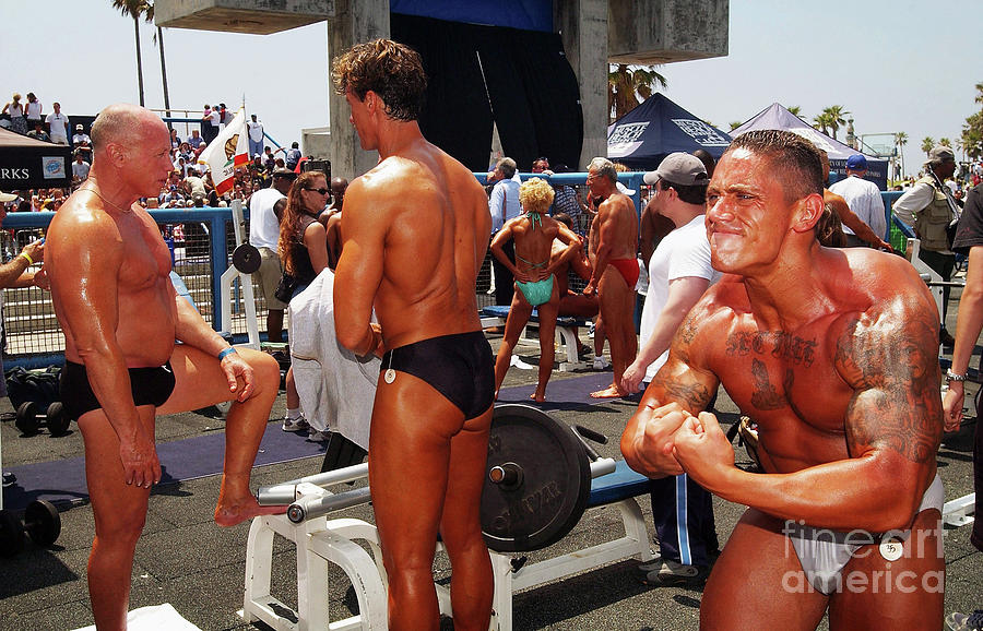 Body Builders Compete At Muscle Beach Photograph by David Mcnew