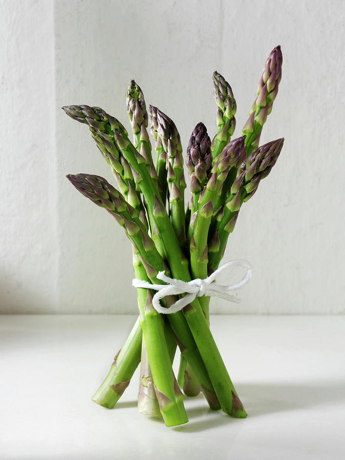 Bunch Of Fresh English Asparagus Spears Photograph by Paul Williams - Funkystock