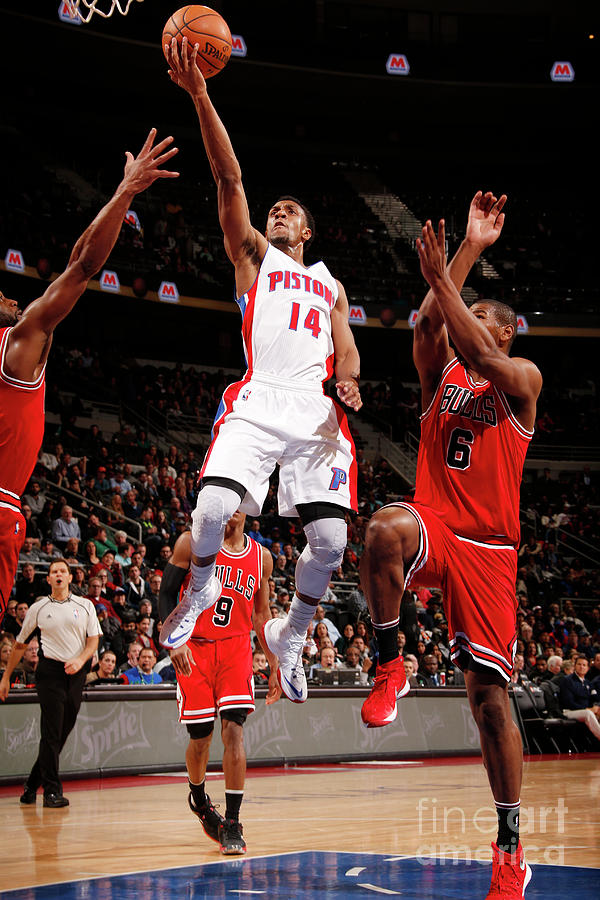 Chicago Bulls V Detroit Pistons Photograph by Brian Sevald