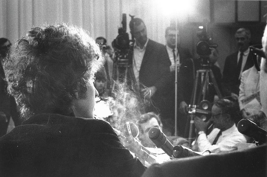 Dylan At A Press Conference In Los Photograph by Michael Ochs Archives