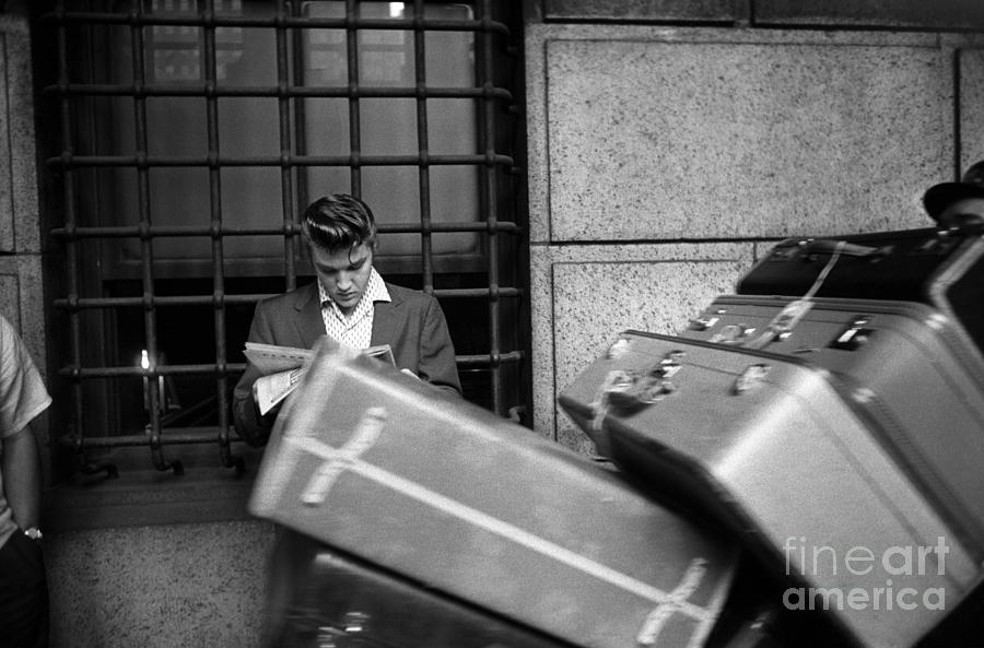 Elvis At Penn Station Photograph by Alfred Wertheimer