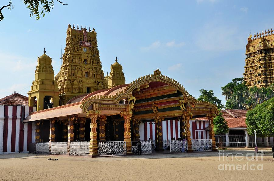 Entrance and gopuram towers of Nallur Kandaswamy Hindu temple to Lord Murugan Jaffna Sri Lanka by Imran Ahmed