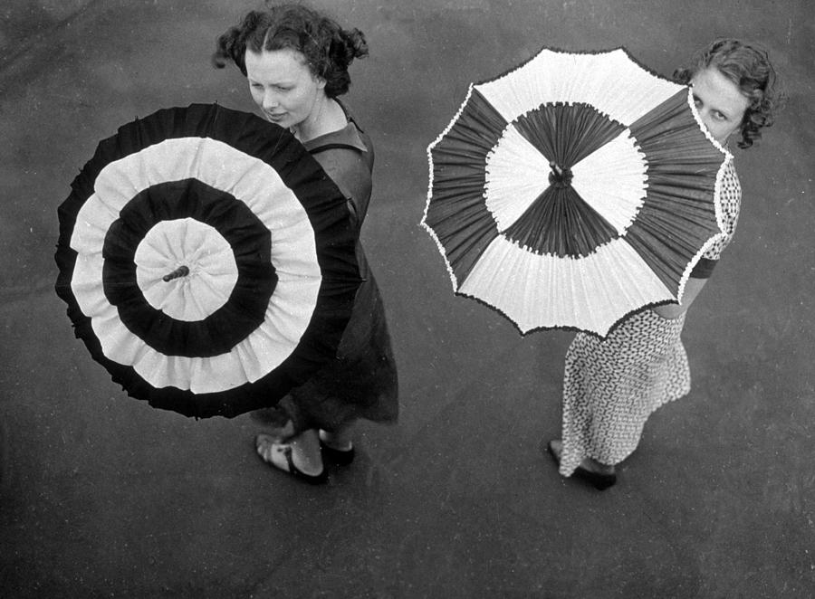 Fashion Parasols Photograph by Topical Press Agency