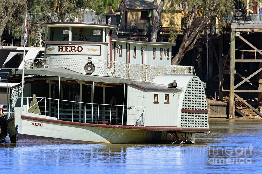 Hero   paddle steamer by Graham Buffinton