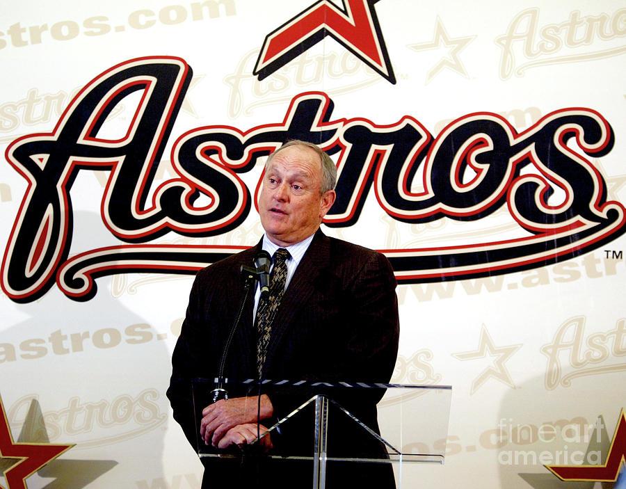 Houston Astros Sign Nolan Ryan To Photograph by Bob Levey