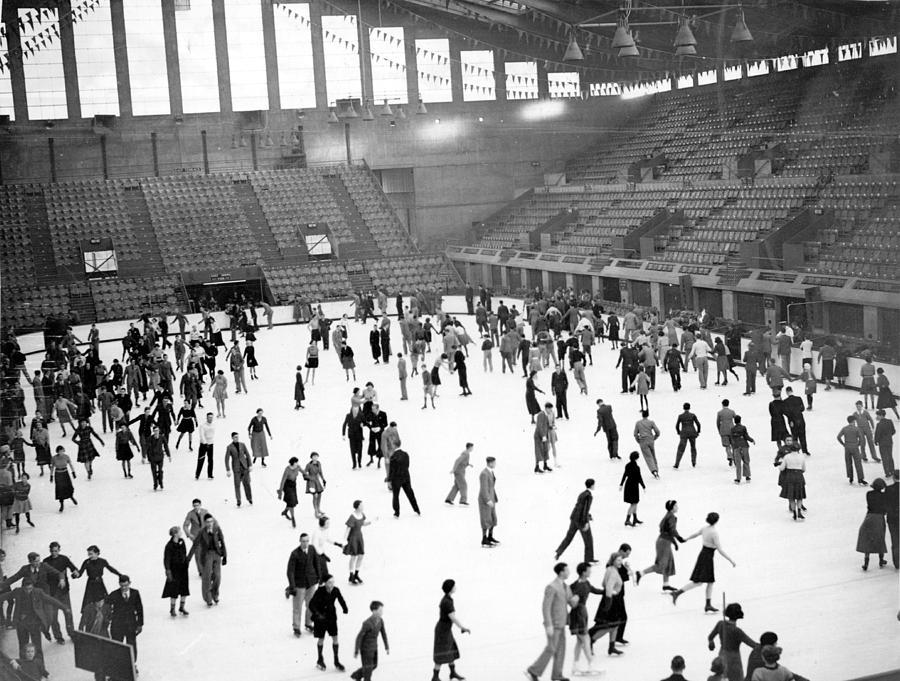 Ice Skaters Photograph by Fox Photos