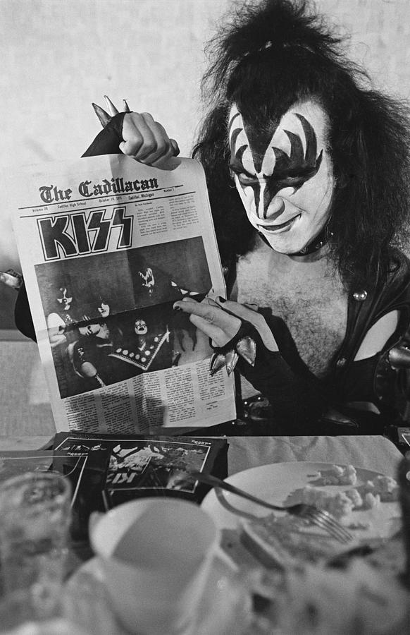 Kiss In Michigan Photograph by Fin Costello