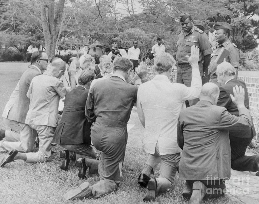 Kneeling Before Idi Amin Photograph by Bettmann