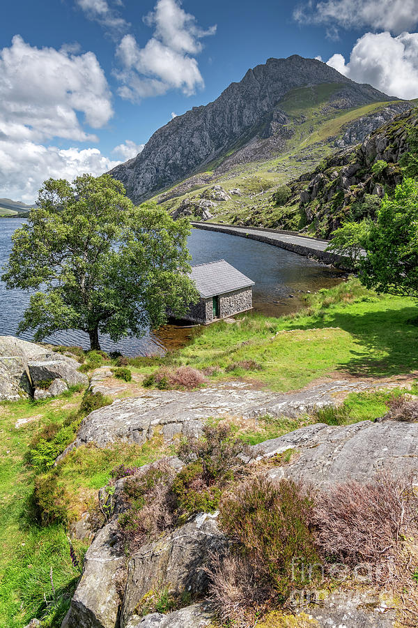 Lake Ogwen and Tryfan Mountain by Adrian Evans
