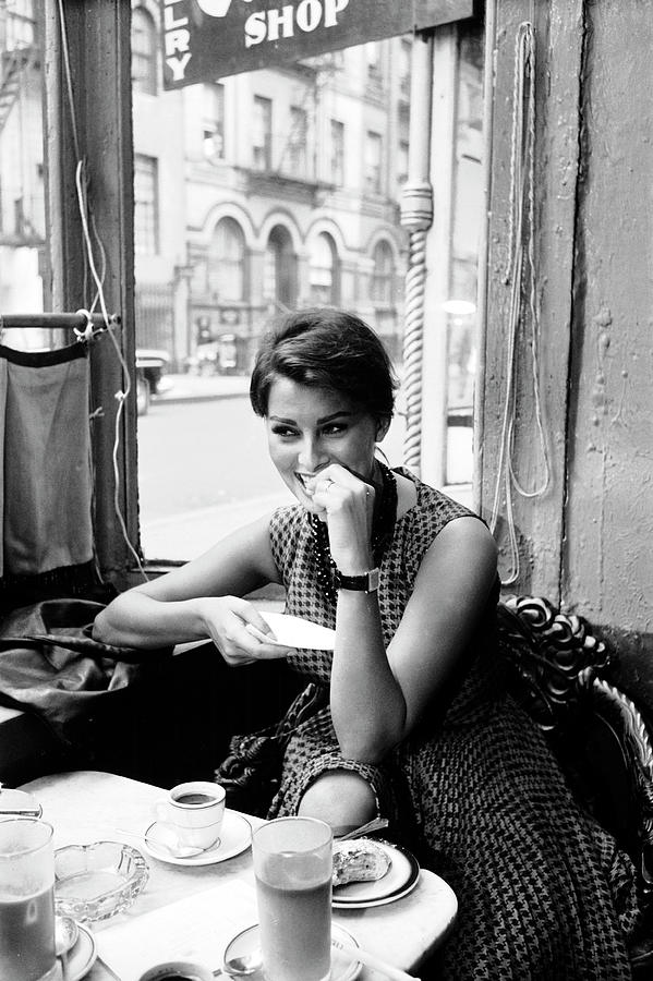 Loren In New York Cafe Photograph by Peter Stackpole