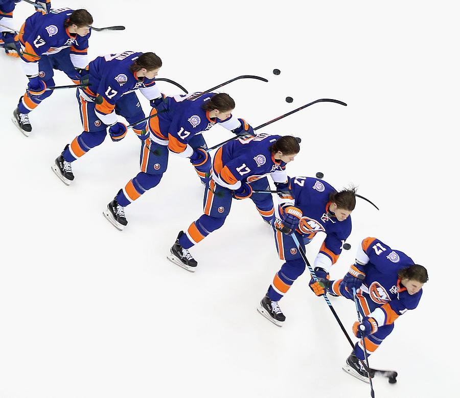 Los Angeles Kings V New York Islanders Photograph by Bruce Bennett