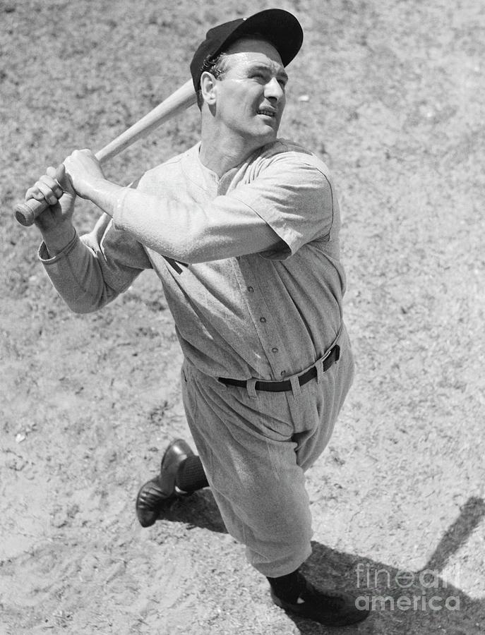 Lou Gehrig Batting Photograph by Bettmann
