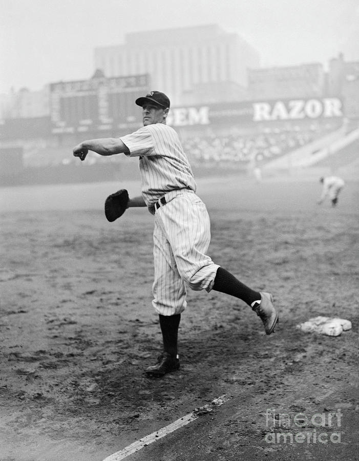 Lou Gehrig Playing First Base Photograph by Bettmann