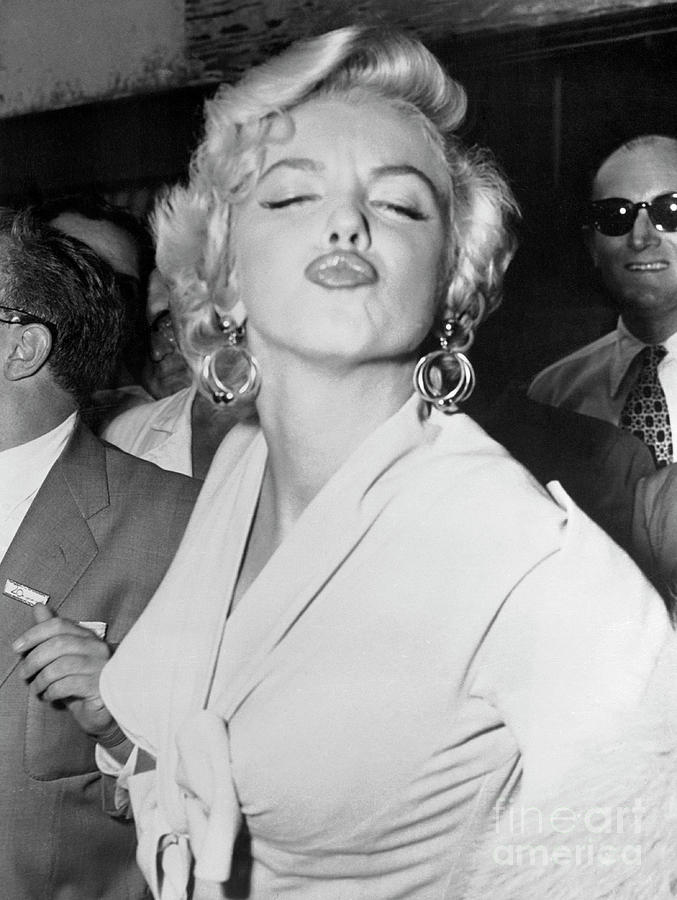 Marilyn Monroe Puckering Lips Photograph by Bettmann