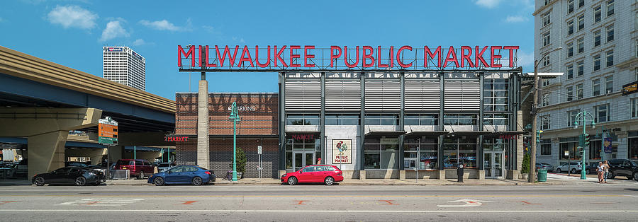 Horizontal Photograph - Milwaukee Public Market In Milwaukee by Panoramic Images