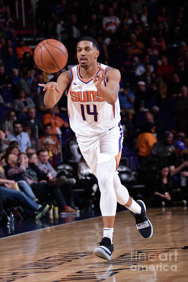 Minnesota Timberwolves V Phoenix Suns Photograph by Michael Gonzales
