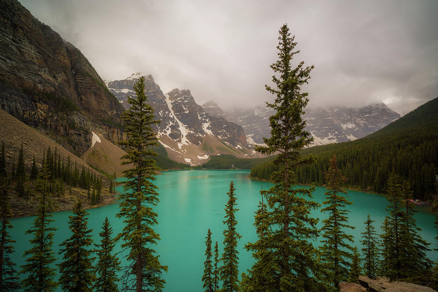 Moraine lake by Asif Islam