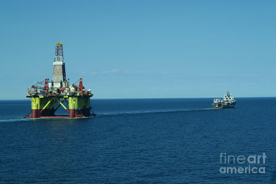 Olympic Zeus Towing Oil Rig