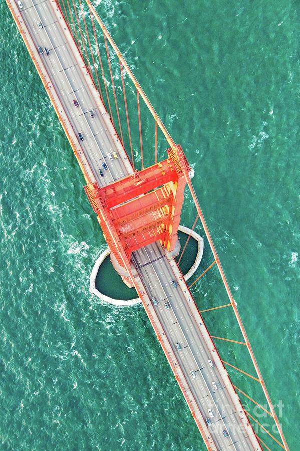 Overhead aerial of Golden gate bridge, San Francisco, USA by Matteo Colombo