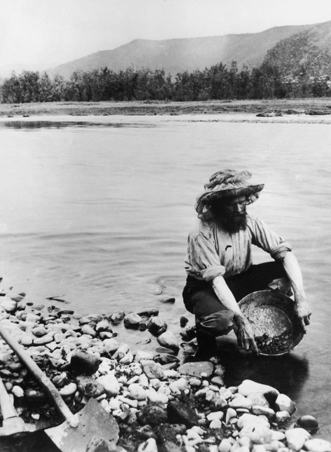 Panning For Gold Photograph by Hulton Archive