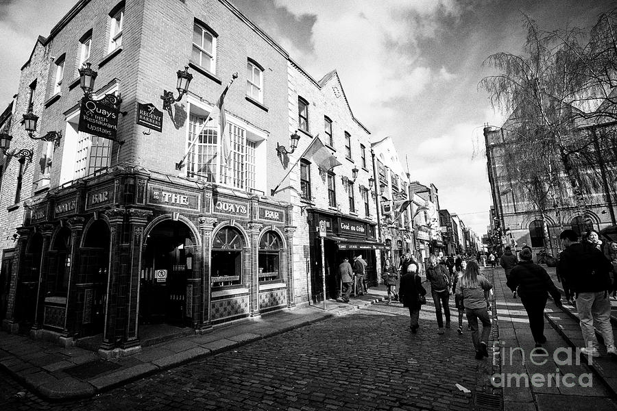 Quays Photograph - quays bar and restaurant in temple bar square Dublin Republic of Ireland Europe by Joe Fox