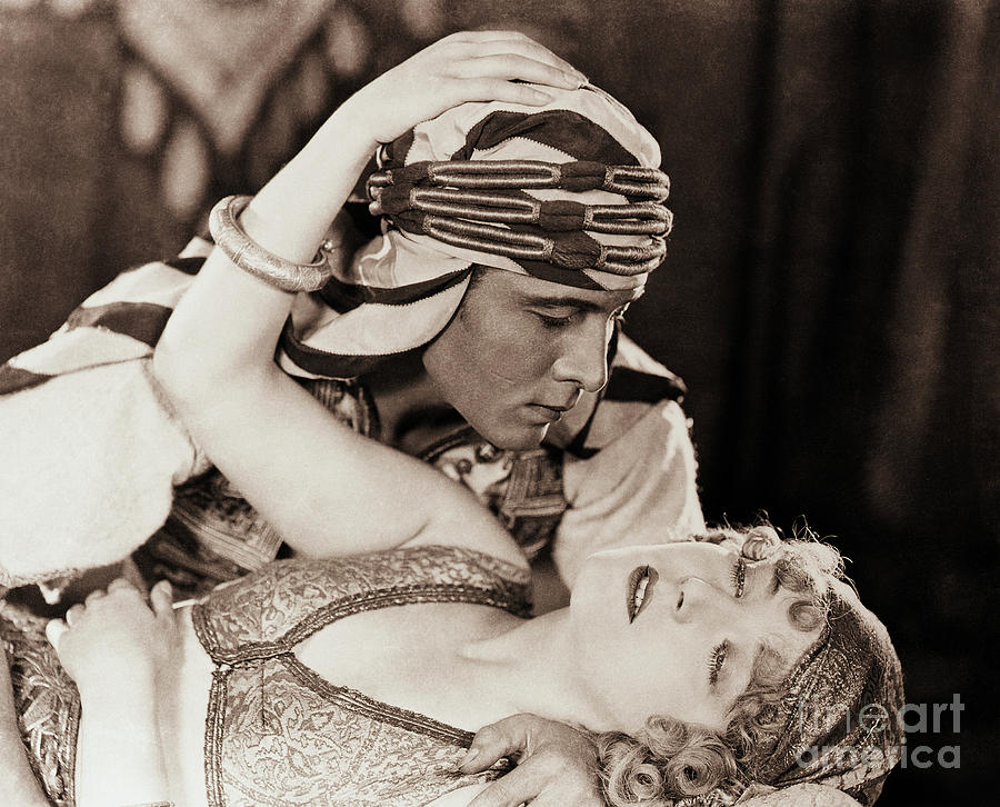 Rudolph Valentino And Vilma Banky Photograph by Bettmann