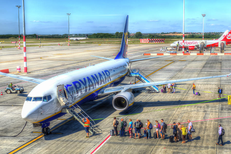Ryanair Boeing 737 Photograph