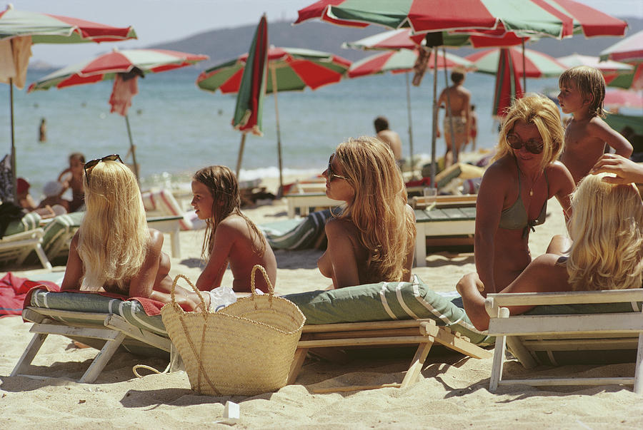 Child Photograph - Saint-tropez Beach by Slim Aarons