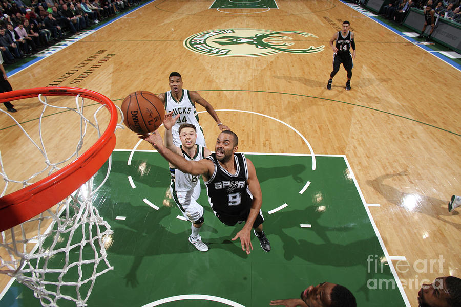 San Antonio Spurs V Milwaukee Bucks Photograph by Gary Dineen