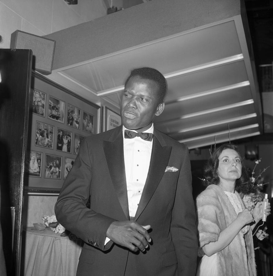 Sidney Poitier At The Oscars Photograph by Michael Ochs Archives
