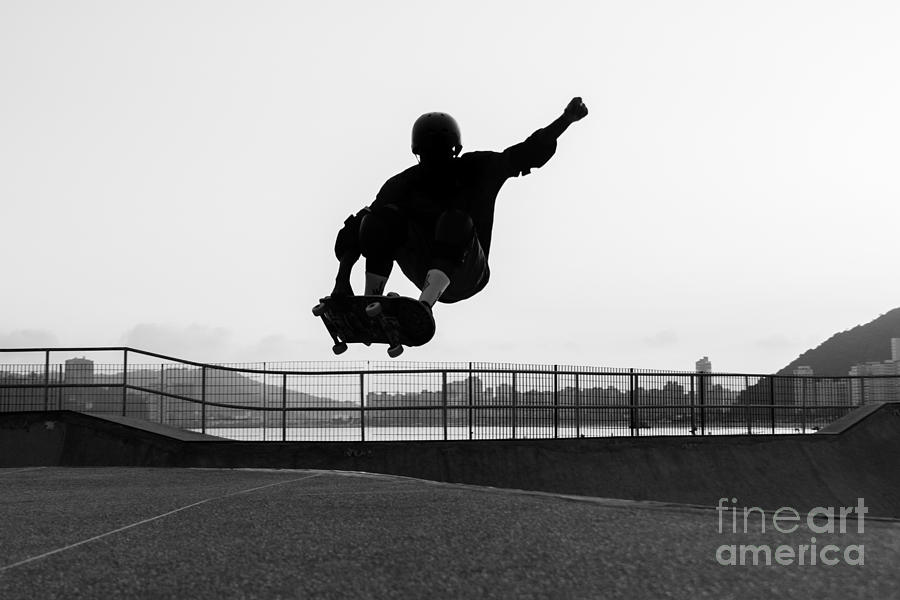 Skateboard Photograph - Skateboarder Jumping In A Bowl Of A by Will Rodrigues