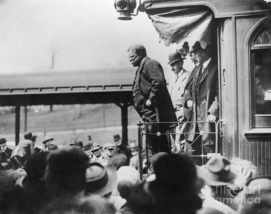 Teddy Roosevelt Campaigning Photograph by Bettmann