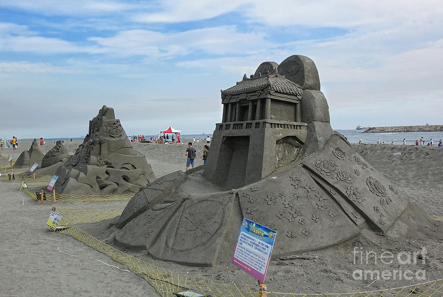 The Black Sand Sculpture Festival in Taiwan by Yali Shi
