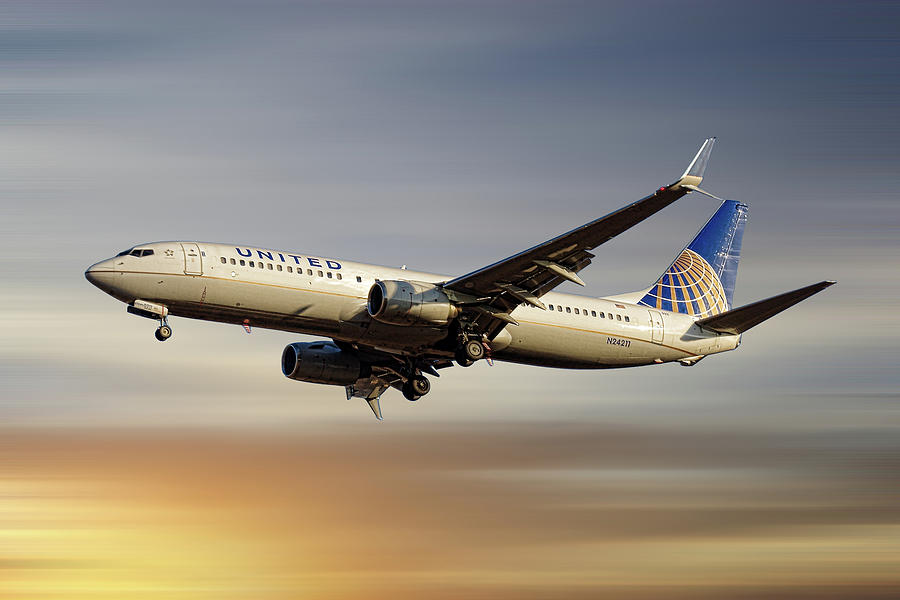United Airlines Mixed Media - United Airlines Boeing 737-824 by Smart Aviation