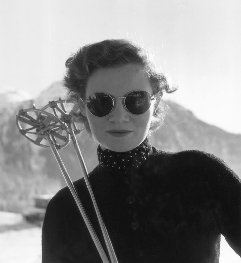 Womens Skiing Photograph by Kurt Hutton