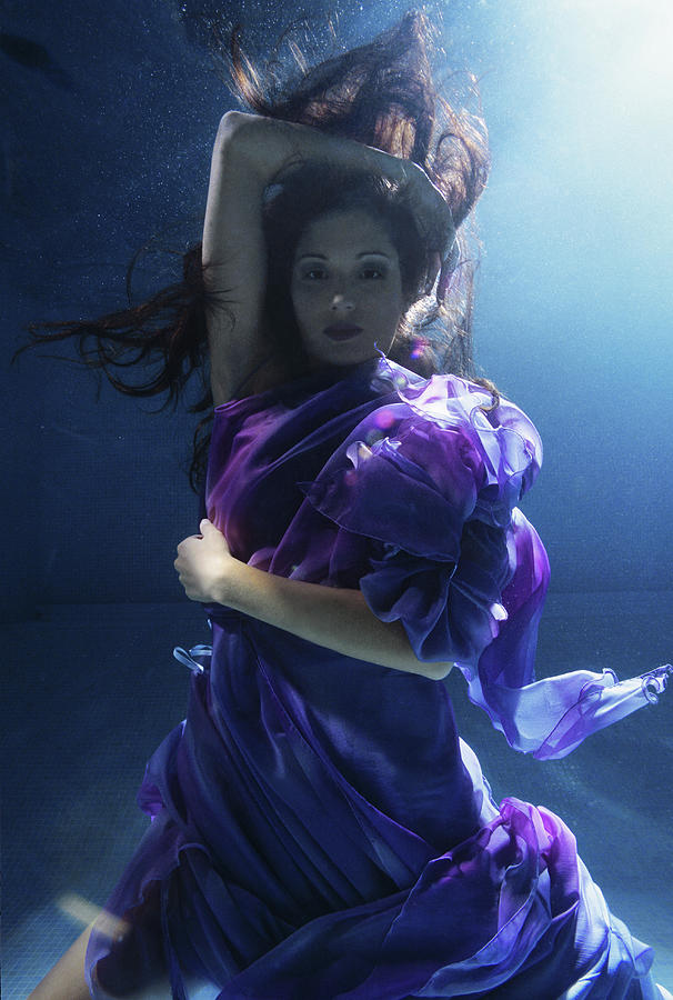 Young Woman Wrapped In Silk, Underwater Photograph by Zena Holloway
