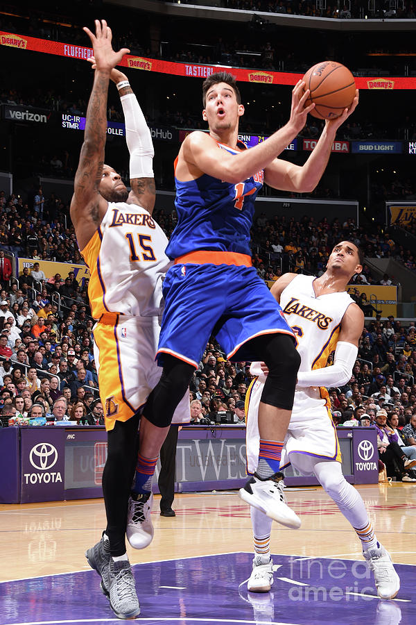 New York Knicks V Los Angeles Lakers Photograph by Andrew D. Bernstein
