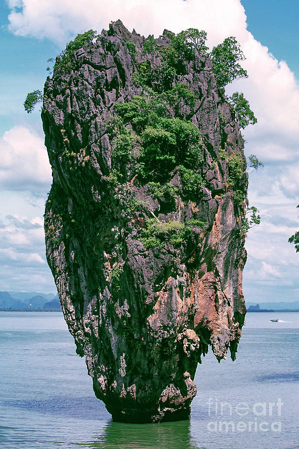 10015 James Bond Island Photograph