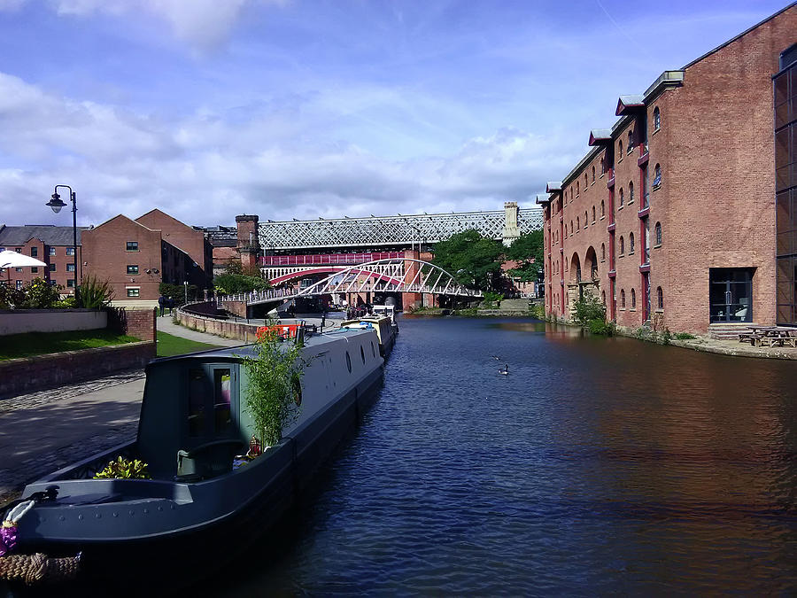13/09/18  MANCHESTER. Castlefields. The Bridgewater Canal. by Lachlan Main