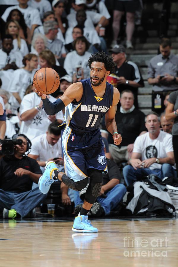 Memphis Grizzlies V San Antonio Spurs - Photograph by Mark Sobhani