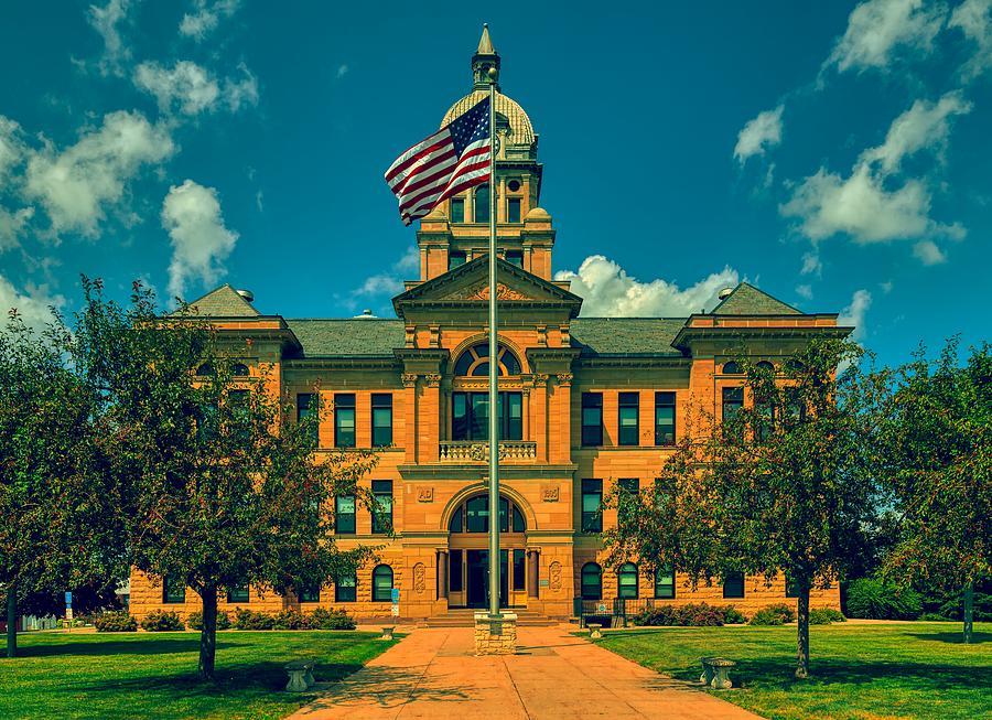 Benton County Courthouse - Vinton, Iowa by Mountain Dreams
