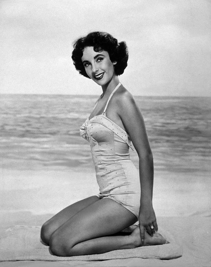 Elizabeth Taylor Photograph by Hulton Archive