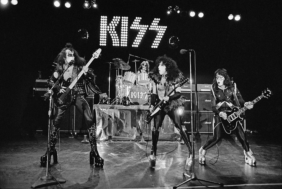 Kiss Alive Photograph by Fin Costello