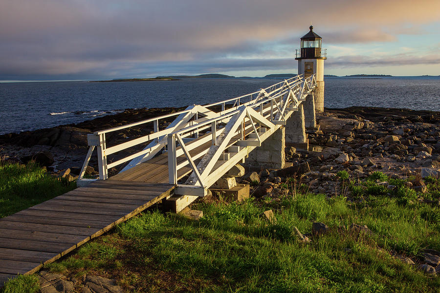 Marshall Point Lighthouse at sunset, Maine, USA by Kyle Lee