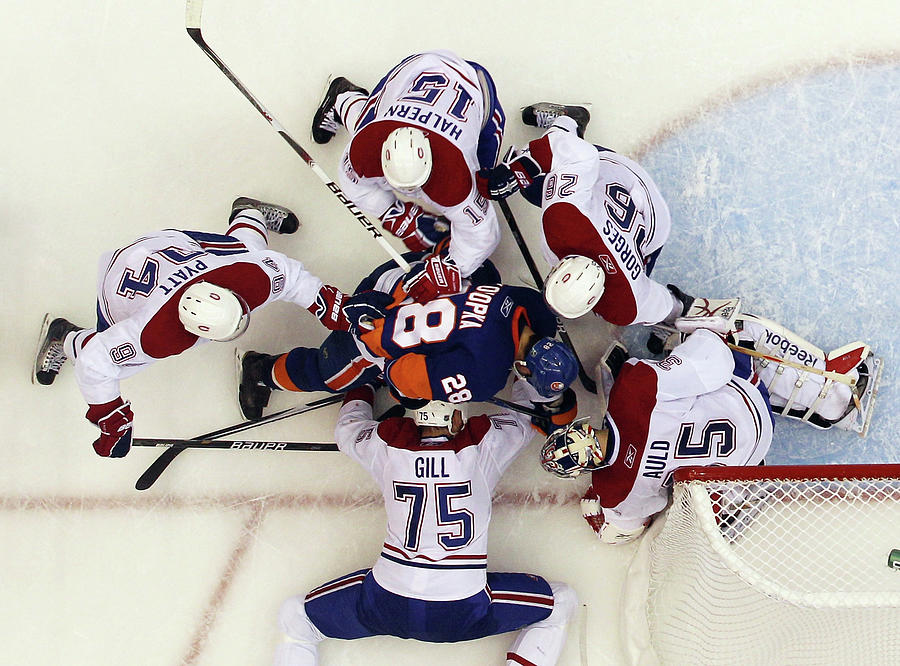 Description Photograph - Montreal Canadiens V New York Islanders by Bruce Bennett
