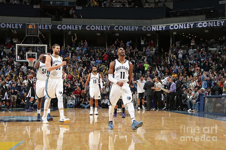 Sacramento Kings V Memphis Grizzlies Photograph by Joe Murphy
